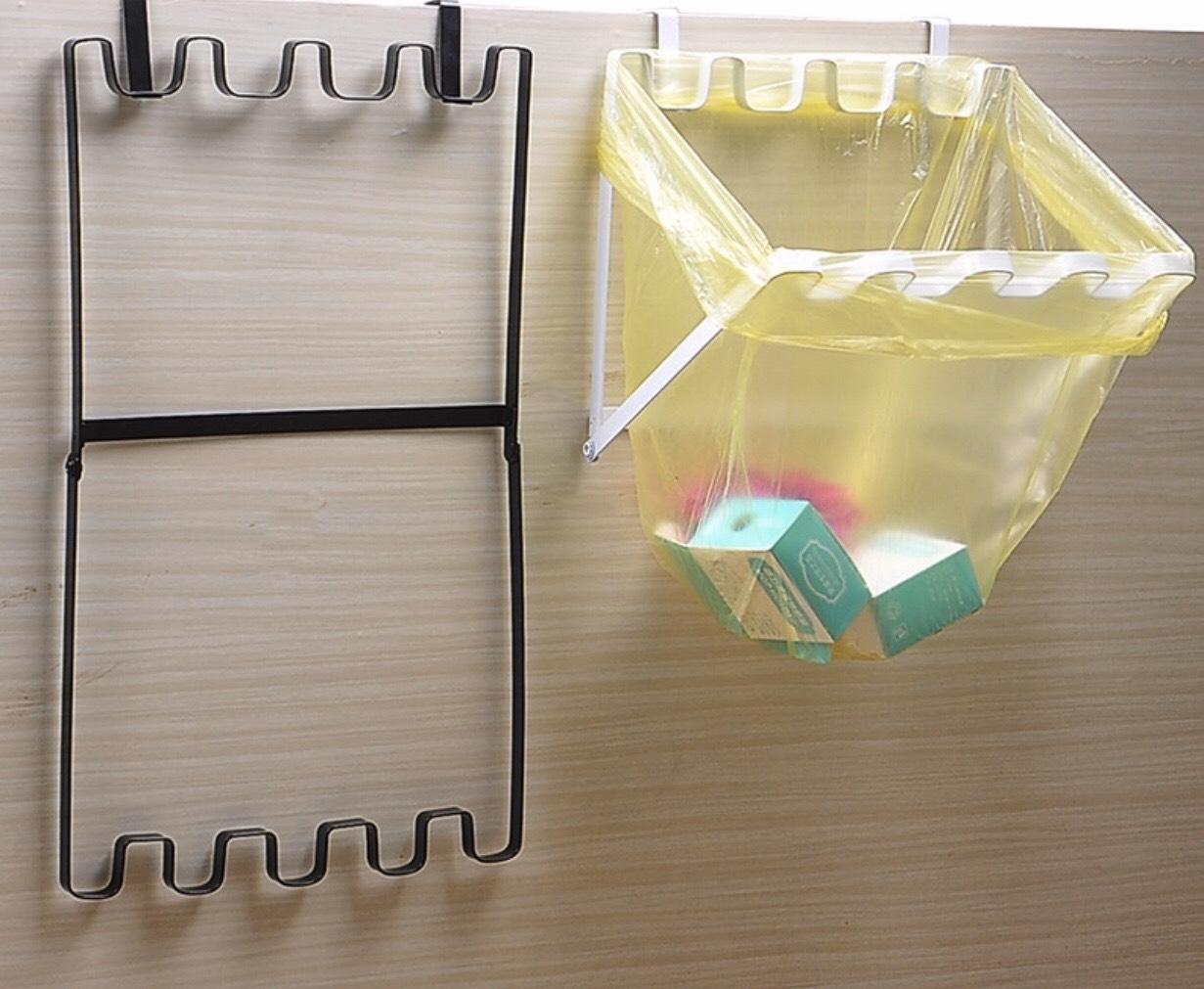 móc treo rác gắn cửa